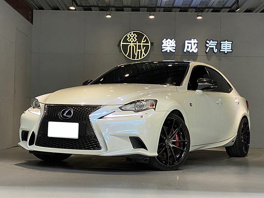 2014年 Lexus IS300h Fsport 全車原鈑件,大電瓶剛換,還再原廠保固中! 全車已貼變色龍!