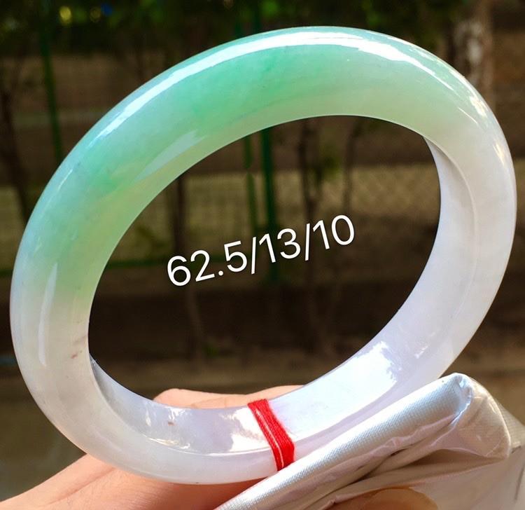 免邮~圈口62.5mm飘绿翡翠大圈手镯