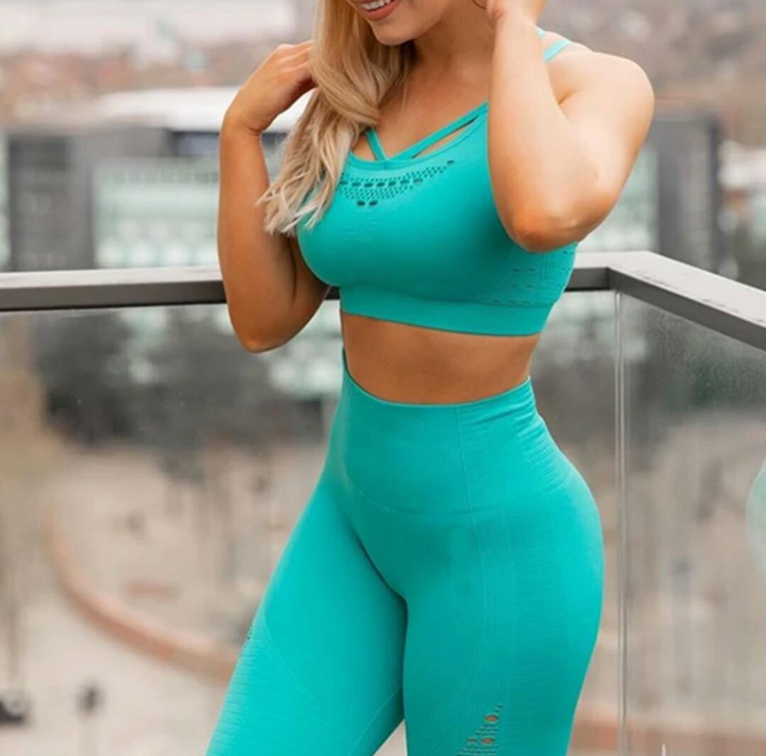 Brand New Turquoise Seamless Set
