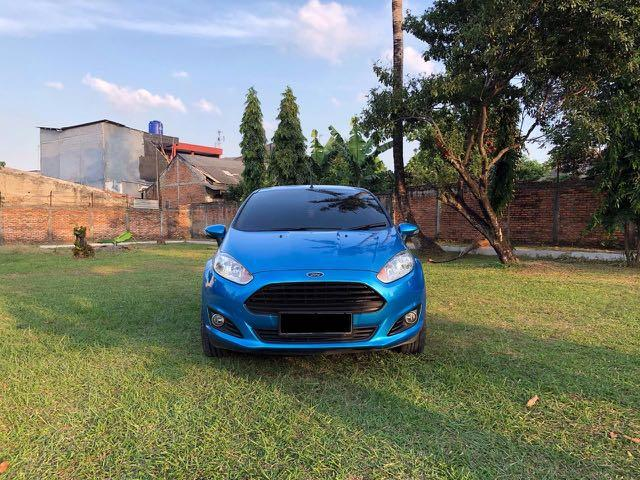 Mobil Ford Fiesta S 2014