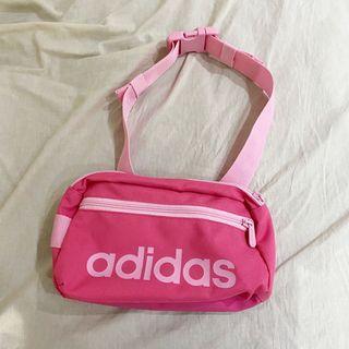 Adidas粉色腰包