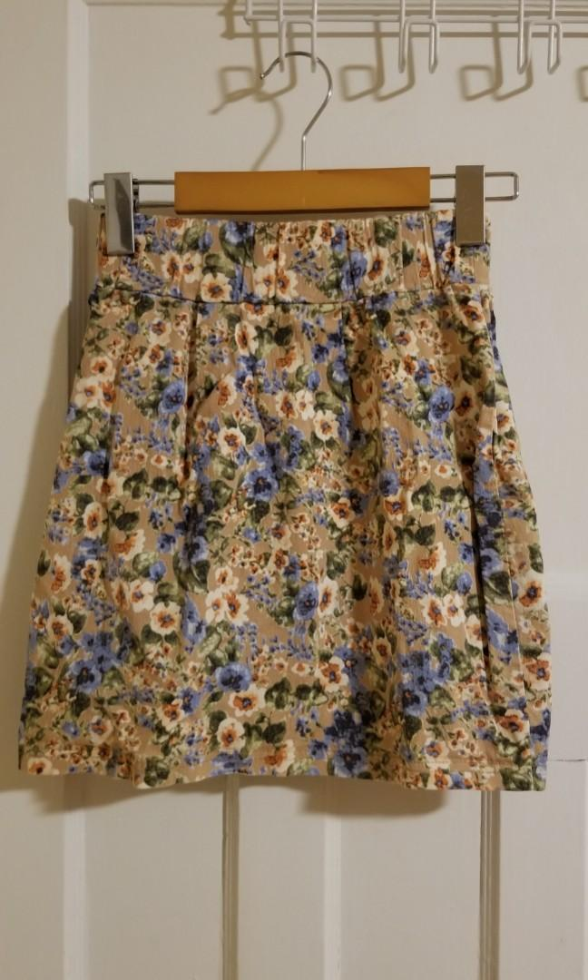 Pretty colorful flower tight skirt