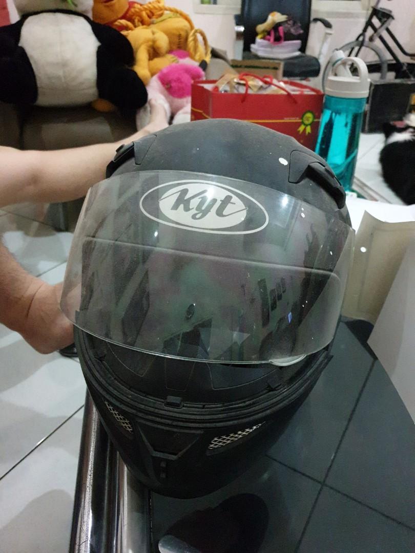 Helm KYT Hitam