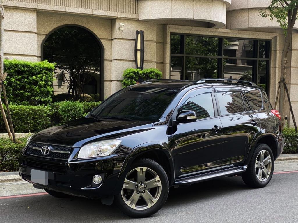 進口車 RAV4 車體結合了傳統SUV與Minivan 油耗11.5km/ltr 馬力170hp 扭力22.8kgm