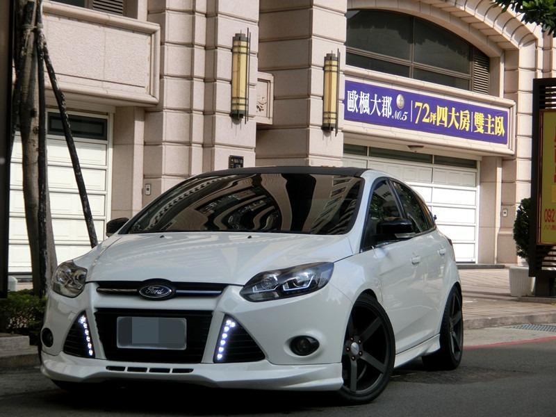 FB搜尋【世康中古車買賣】《熱門車款》2013年福特 focus 白2.0