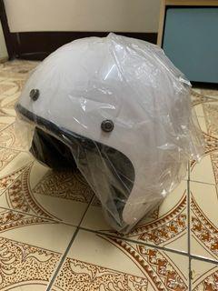 全新白色半罩式安全帽