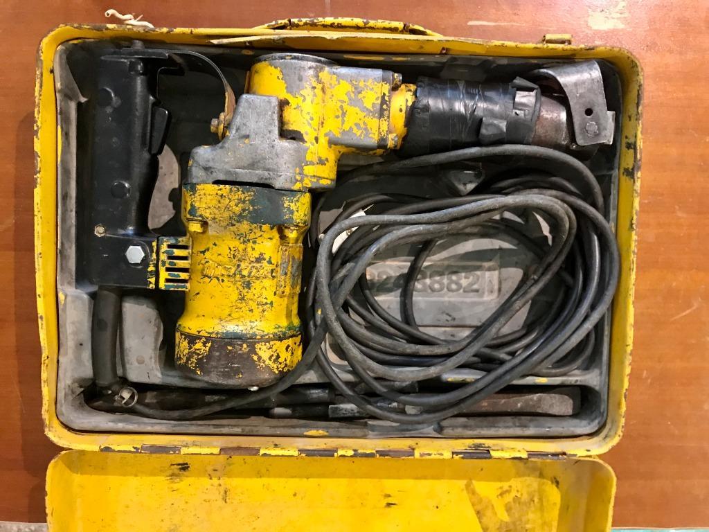 原廠鐵盒Makita HM0810日本製 可議價 電動槌 破碎機 快速座 (附4組尖鑿) 功能均正常