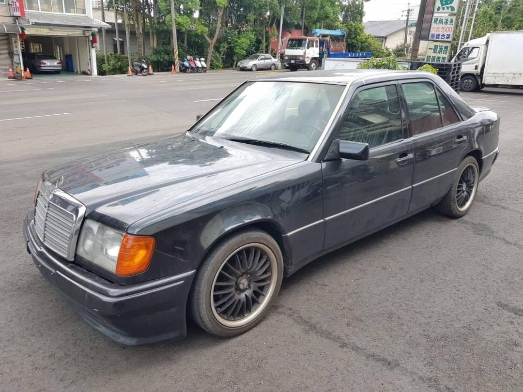 賓士         220E   1993年       2000cc