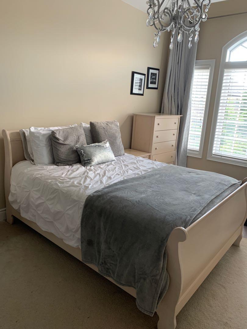 Solid Wood Bedroom Set (4 pieces)