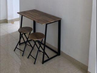 Meja dan kursi makan informa