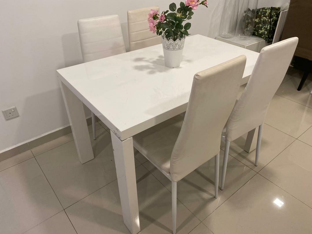 Picture of: White Modern Dining Table With Chairs Furniture Tables Chairs On Carousell