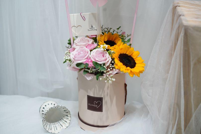 Free Delivery Hot Air Balloon Flowers Box Sunflowers Roses Birthday Gift Gardening Flowers Bouquets On Carousell
