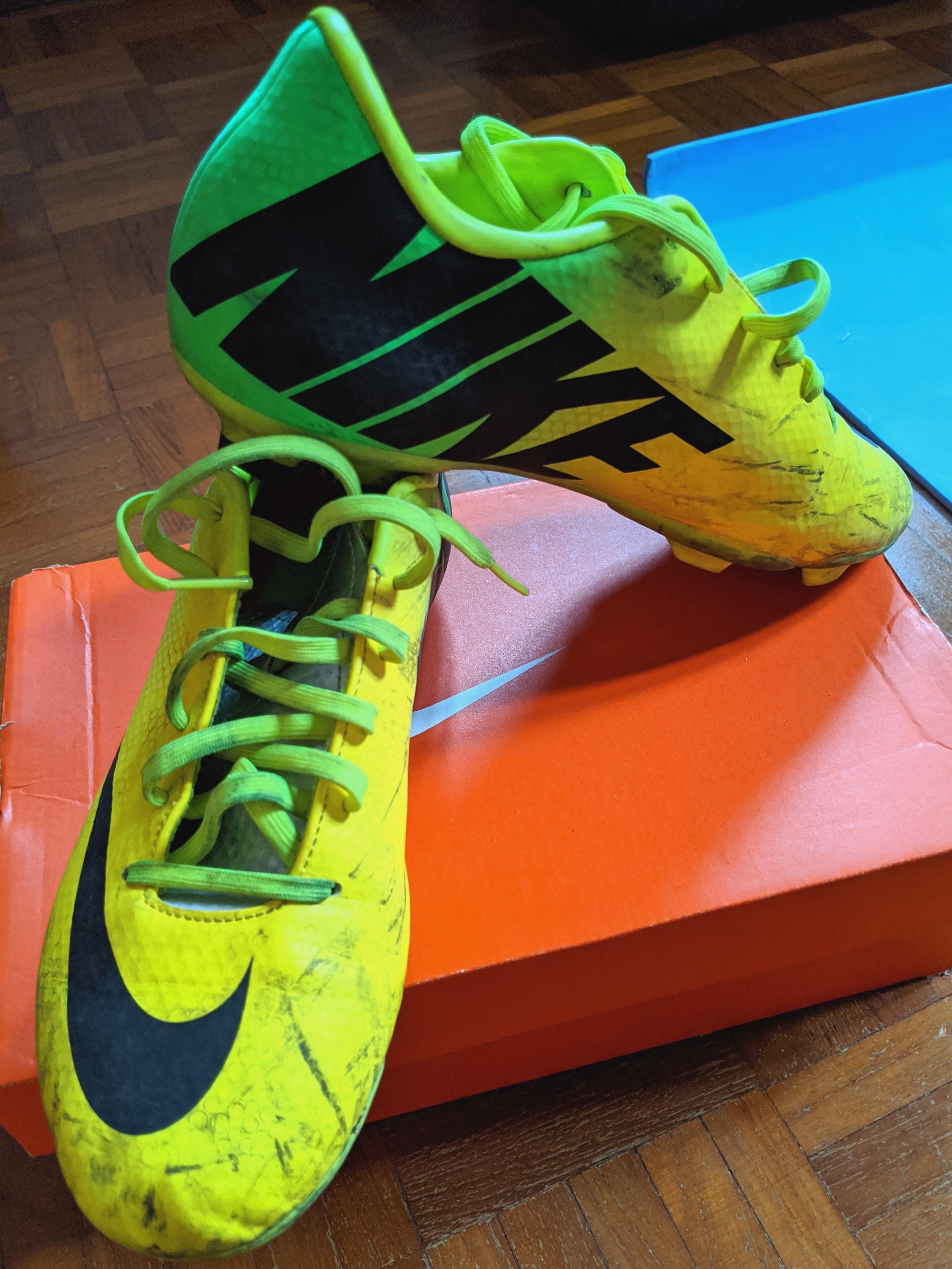 Instrumento tambor Crudo  Nike Jr Mercurial Victory IV FG Soccer Boots, Sports, Sports & Games  Equipment on Carousell