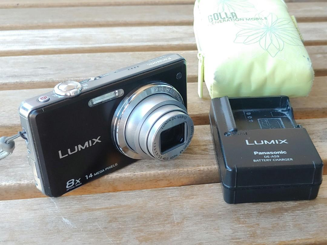 Panasonic Lumix DMC-FH20 digital camera with battery charger & case