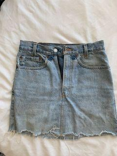 VINTAGE LEVI'S Denim skirt, size 25 waist
