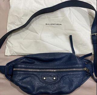 Authentic pre❤️ Balenciaga bumbag navy excellent condition