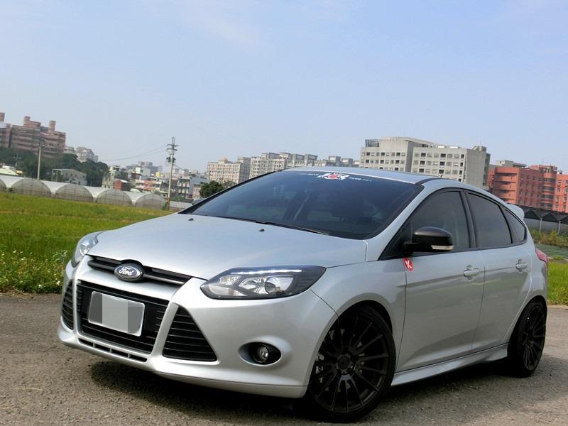 FB搜尋【世康中古車買賣】《熱門車款》2014年 福特focus 5d銀2.0