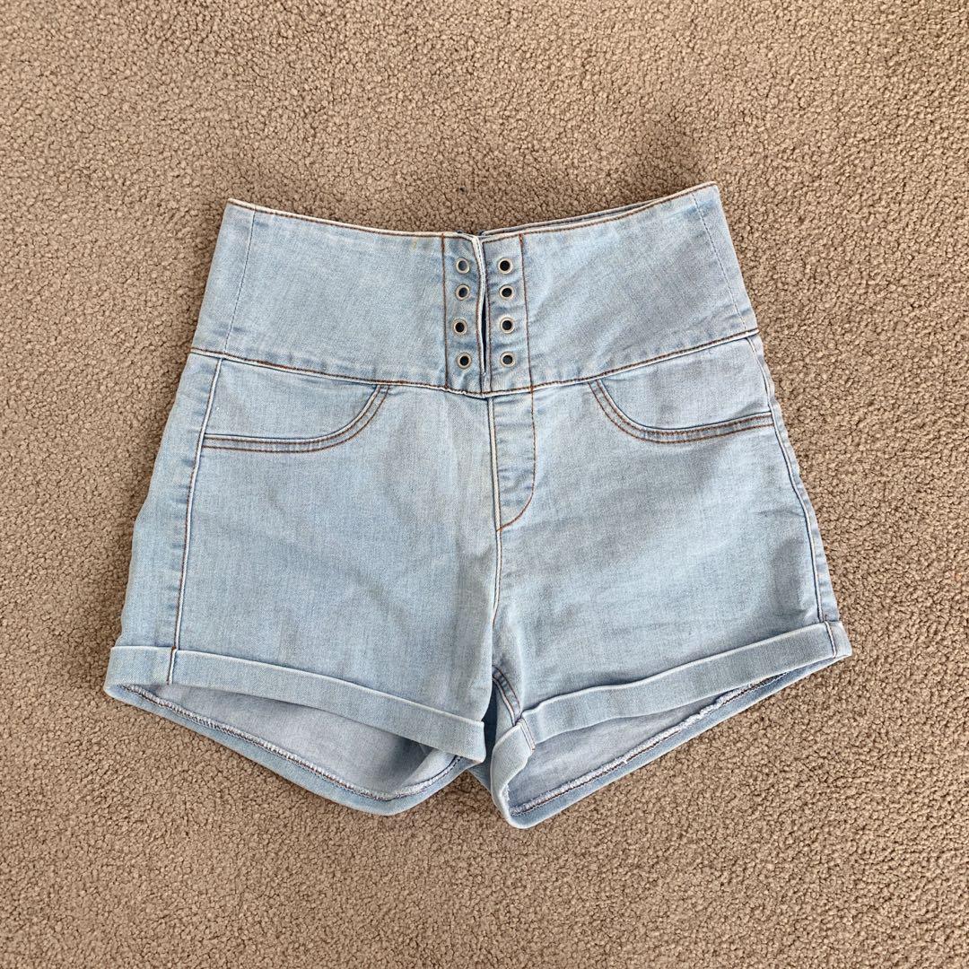 MIRROU Front Lace Shorts - size 10