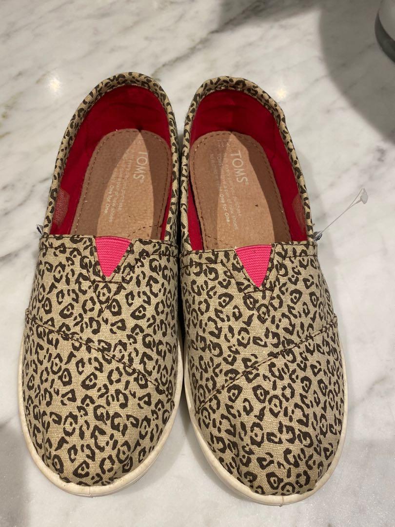 Toms leopard print canvas shoes sz 35.5