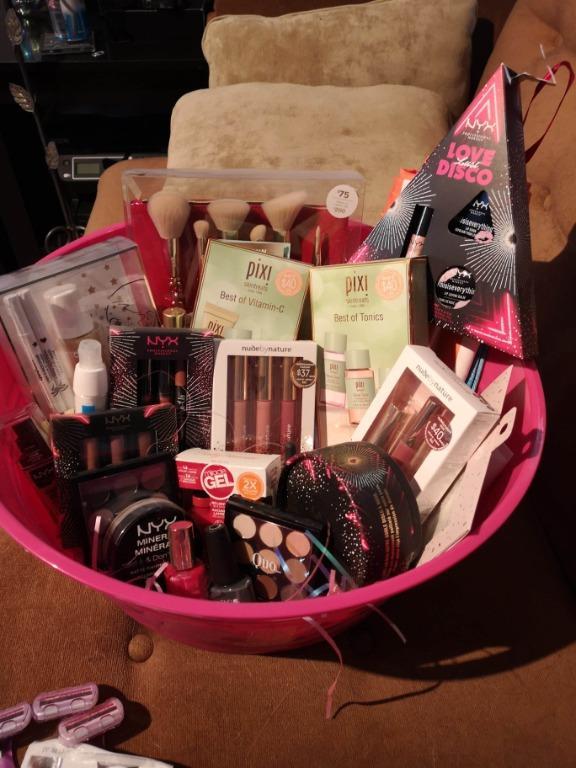 Cosmetic basket