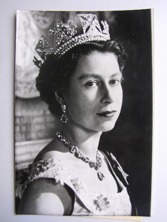 Great Britain - 1956年大英帝國英女皇伊莉莎伯二世(H.M. Queen Elizabeth II)官方照片(報社存檔照,保真)