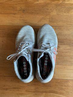 adidas pure boost 軍綠白休閒鞋(男US10)