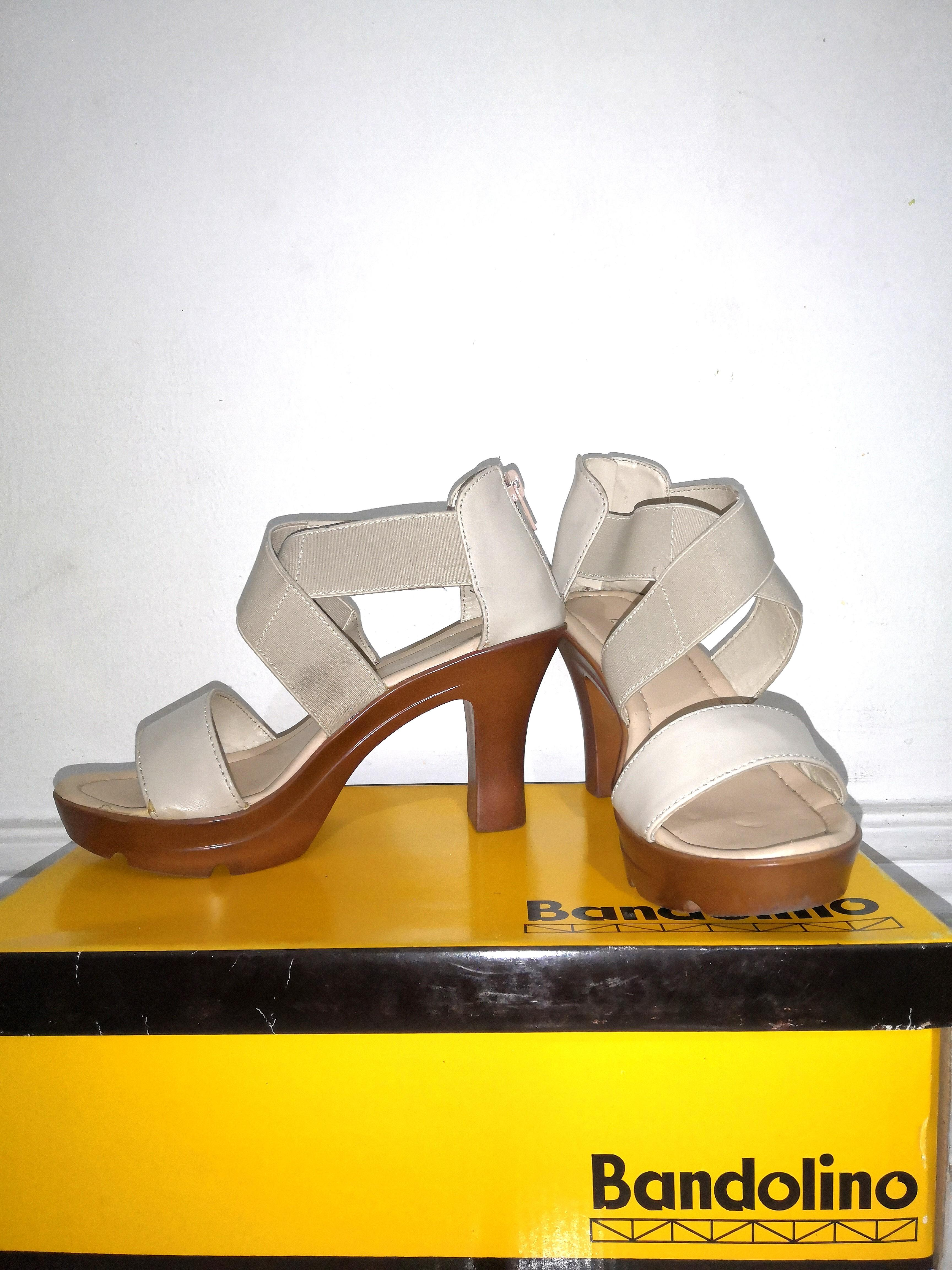 Bandolino X Strap Sandals   Size 5. 3