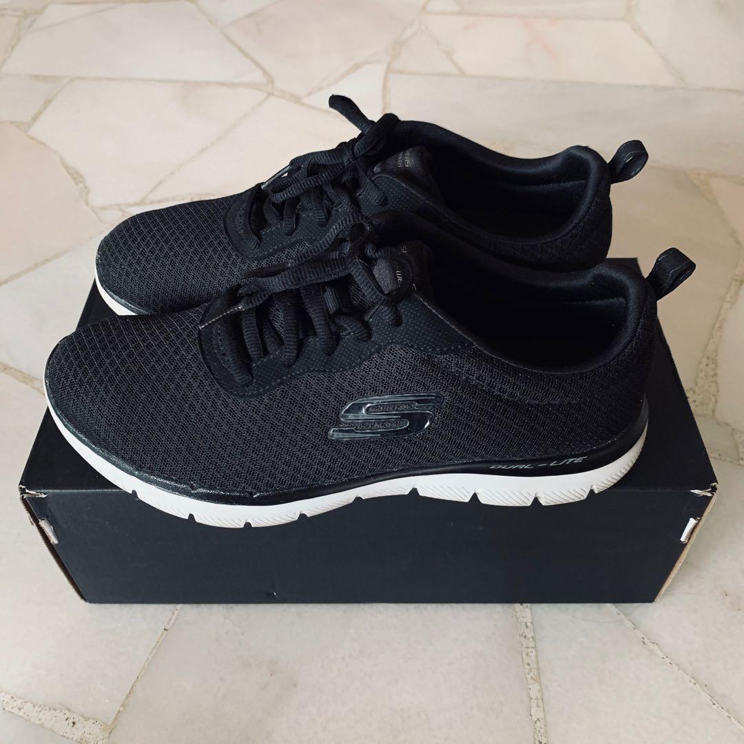 Skechers Lite-Weight Air-Cooled Memory