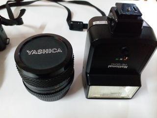 Yashica菲林相機連兩個鏡頭和閃光燈