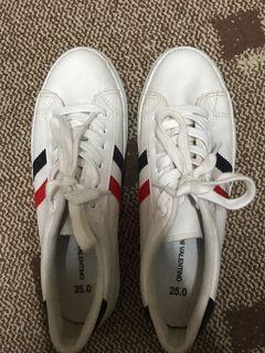 2雙小白鞋 2pairs of shoes