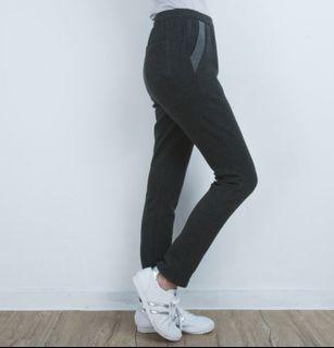 (全新)UV 100 保暖彈性內刷毛針織直筒褲-女(M)