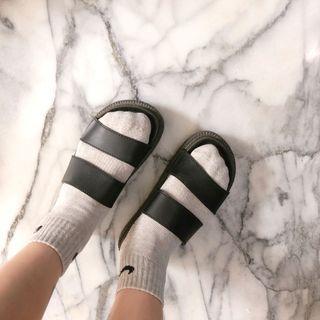 黑色防水小厚底涼拖鞋