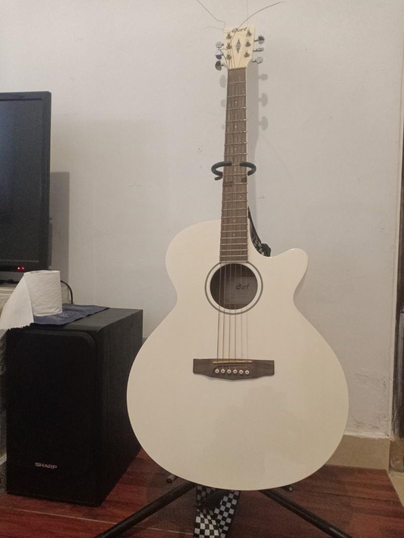 Guitar cort acoustic putih (Rare find)