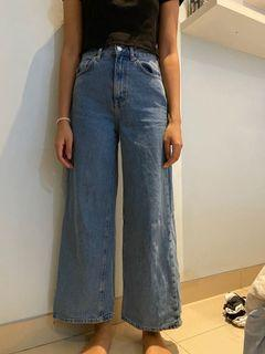 PULL&BEAR FLARE JEANS