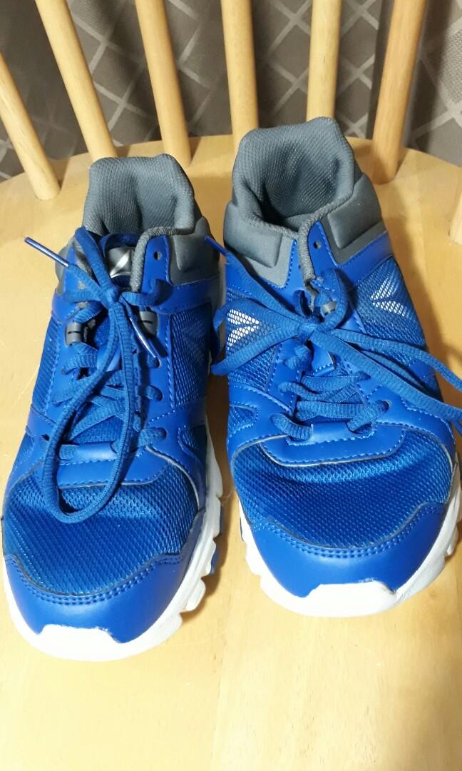 REEBOK Walking Shoe Size 6, Sports