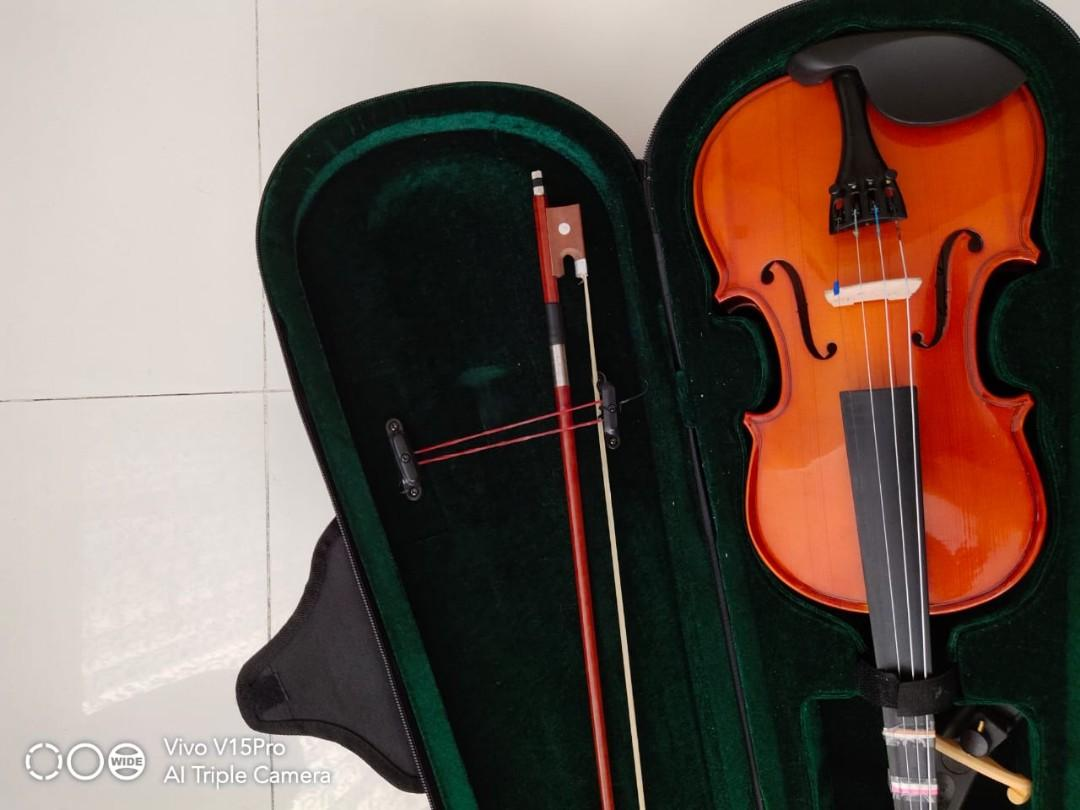Violin with Music Stand, Shoulder Rest and Free pack of strings