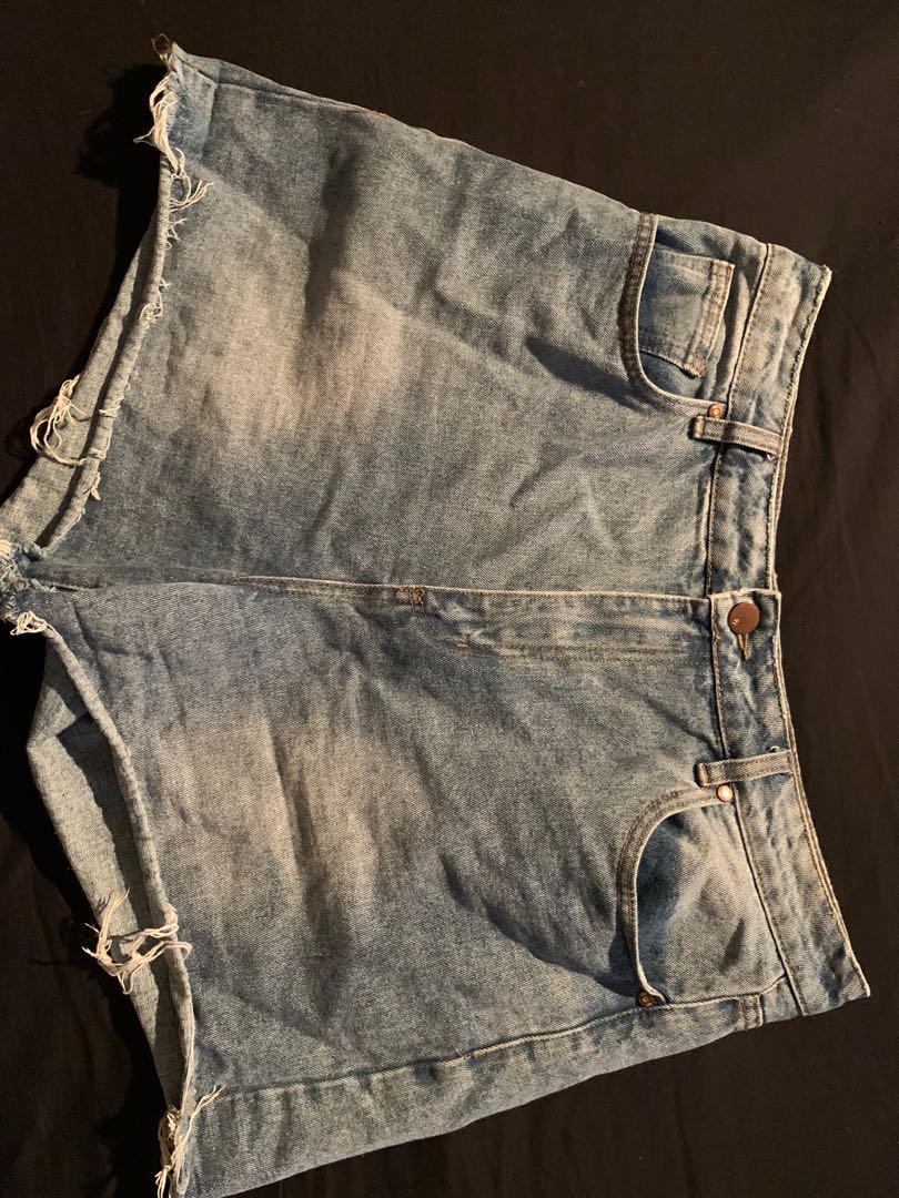 Cute denim shorts!