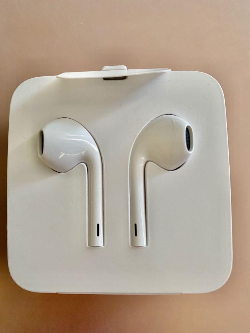 Earpods w/ Lightning Connector