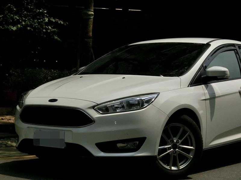 FB搜尋【世康中古車買賣】《熱門車款》2017年福特focus 白1.5T