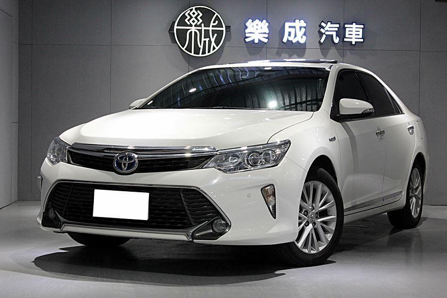 2015年 Toyota Camry油電 尊爵版 一手原鈑件,僅跑6萬! 全原廠保養,車況極好!