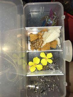 box isi anting dan kalung (paketan gitu drsananya)
