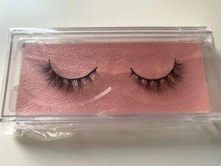 Brand new natural length lashes