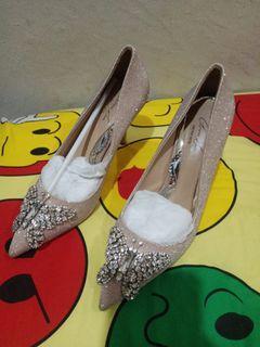 Sepatu heel ..