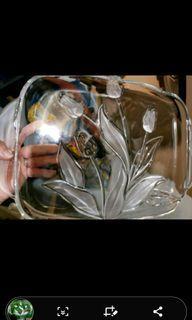 serving  dish.. Glass