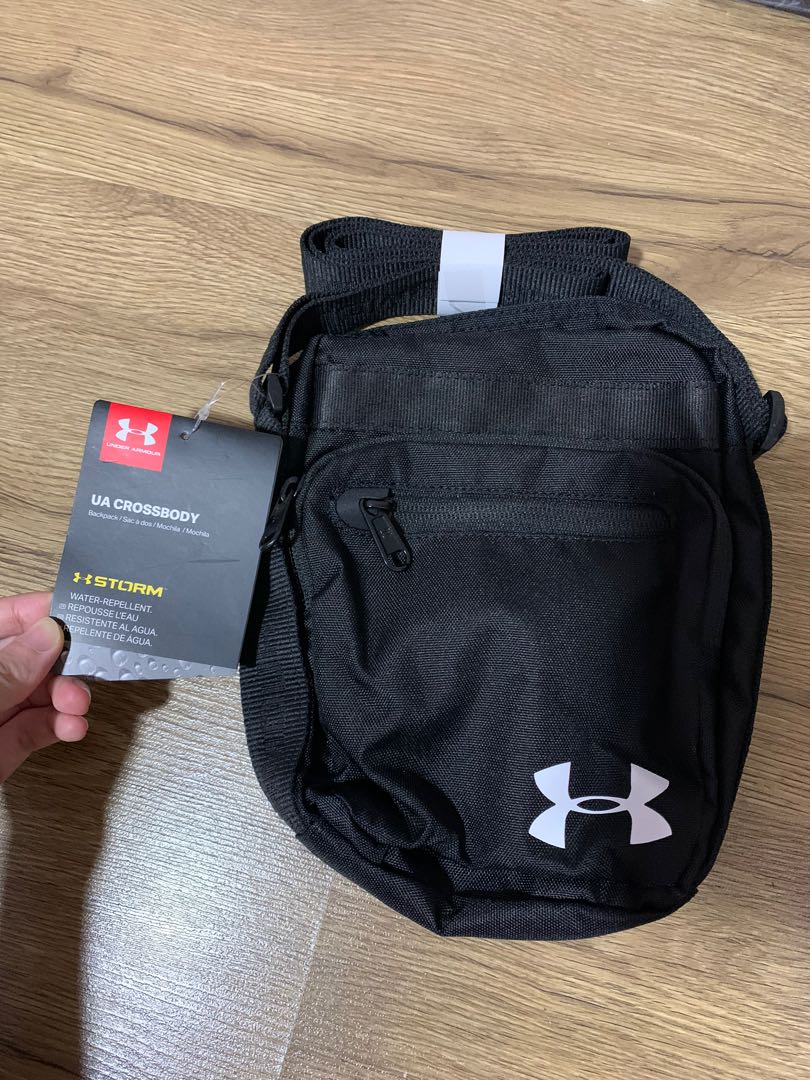 Abundancia Humanista Dolor  Under Armour Crossbody Bag (100% AUTHENTIC), Men's Fashion, Bags & Wallets,  Sling Bags on Carousell