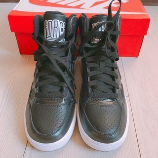 NIKE 黑色中筒球鞋