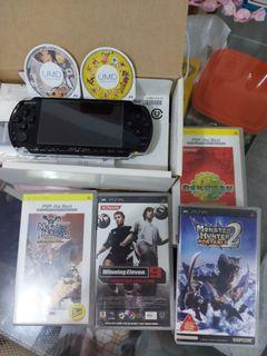 PSP黑色遊戲機連6隻games