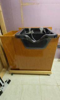 Salon shampoo sink on wheels with shampoo chair