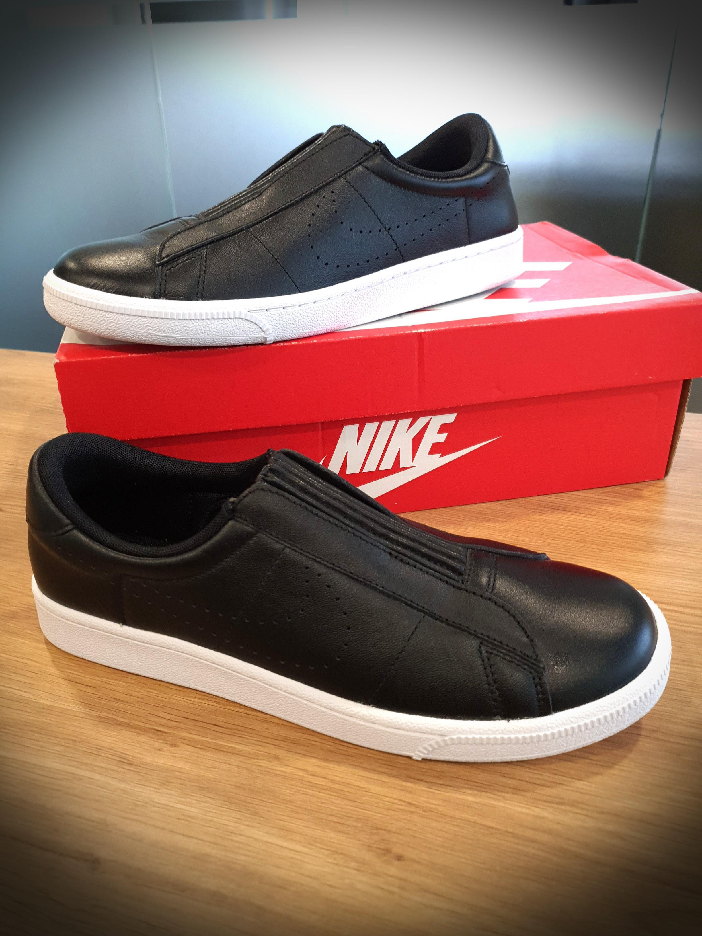75% Discount. Nike Women Sneakers