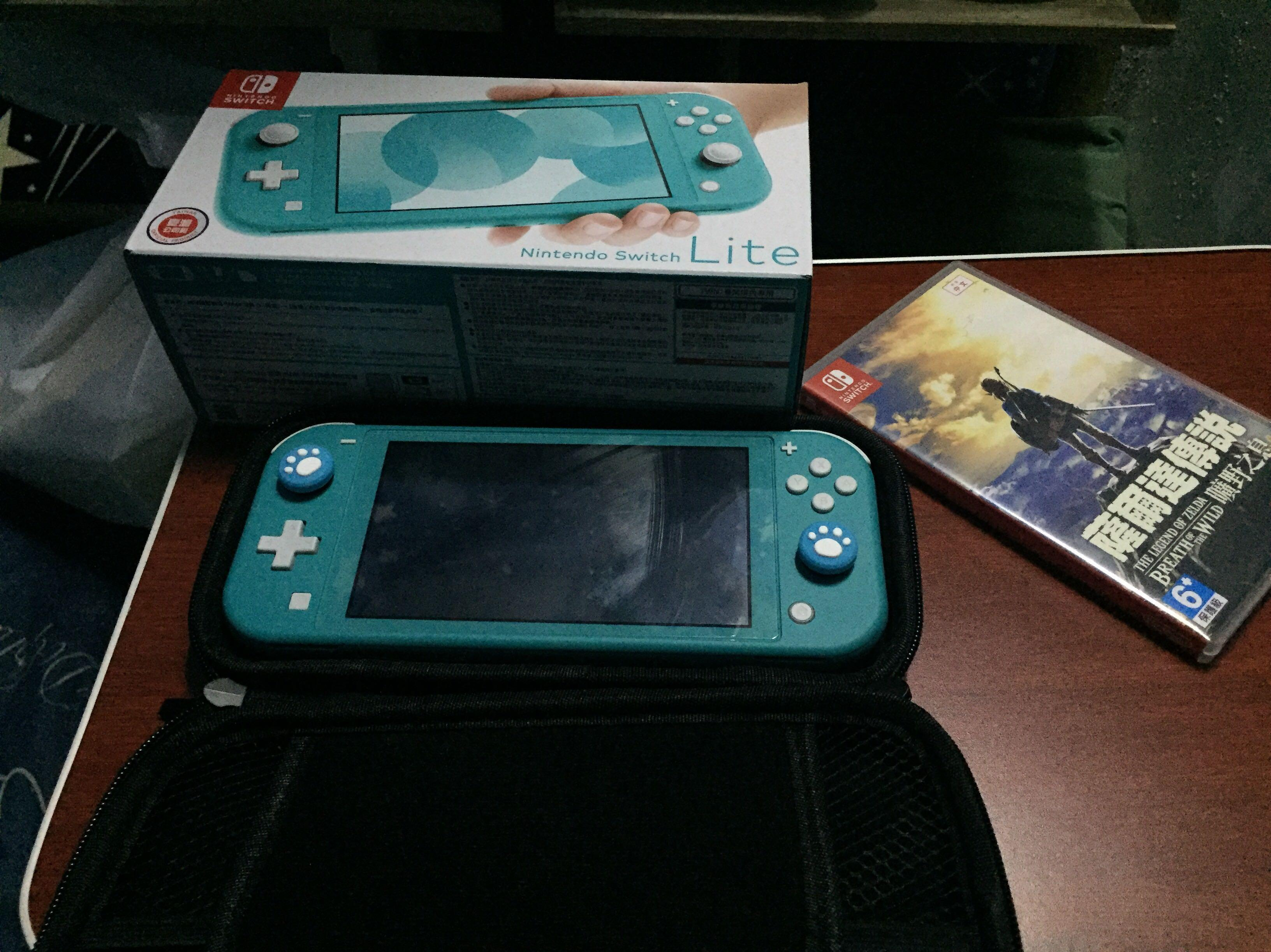 Nintendo switch lite Good as new . No dents , no scratch, with the legend of Zelda breath of the wild game. With case still have box , charger and open for swapp item.